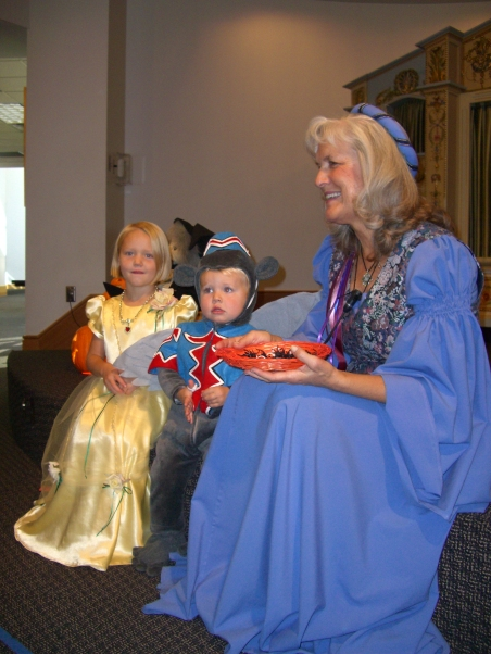 halloween-storytime-kathe-homer-with-adam-and-susuanna-drinkwater